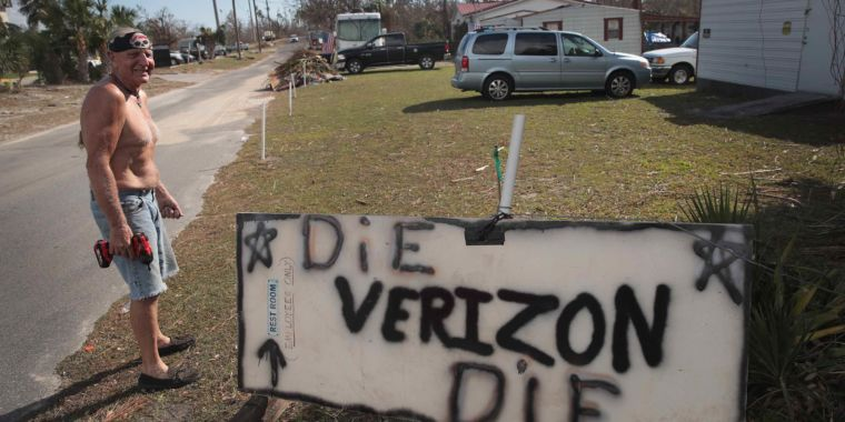 AT&T outclassed Verizon in hurricane response, and it wasn't close, union says