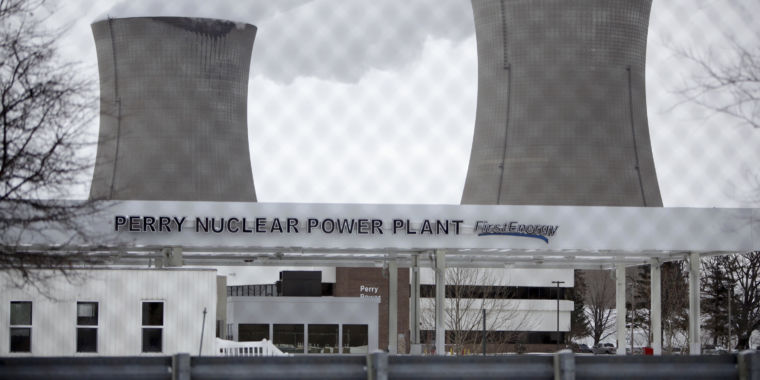 Ohio lawmakers pass bill to cut renewable requirement, help nuclear and coal
