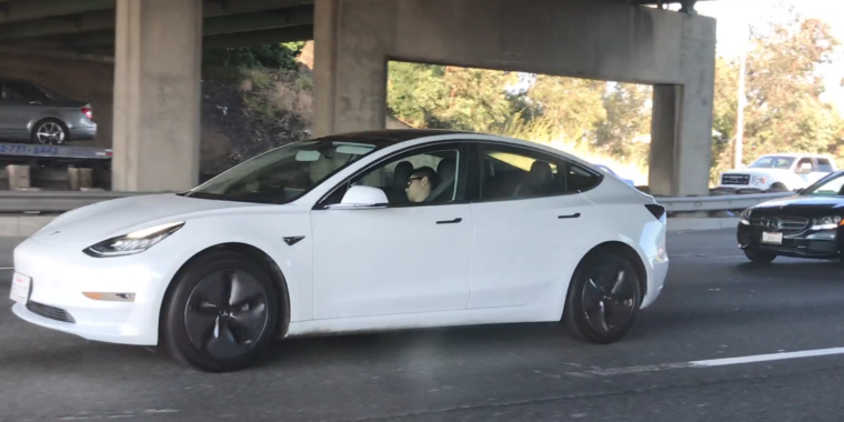 People keep spotting Teslas with snoozing drivers on the freeway