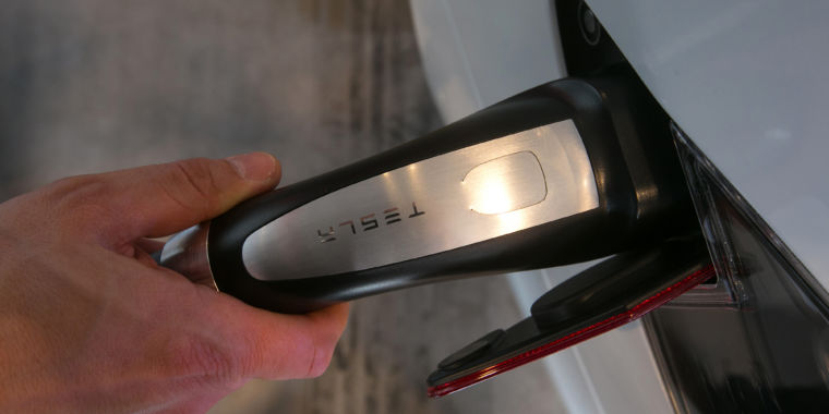 Report: Tesla working on battery-cell R&D to loosen ties with Panasonic