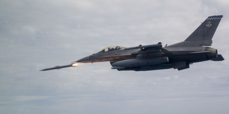 US puts rush order on long-range air-to-air missile
